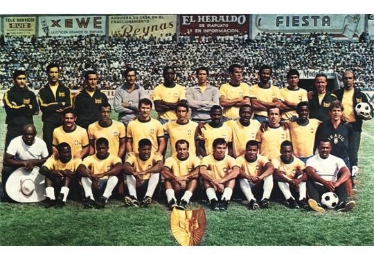 Reprezentacja Brazylii w piłkę nożną z mundialu 1970. W składzie m.in. Pele.
