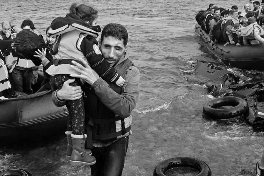 """""""Ochrona naszego europejskiego stylu życia"""", czyli gaz łzawiący na granicy i strzelanie do uchodźców"""