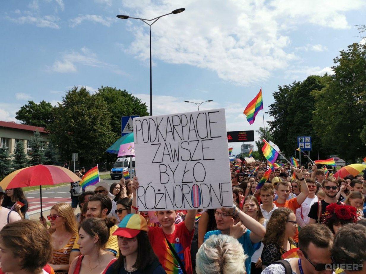 Karwan: Wierzące osoby LGBT nie dadzą się wykluczyć z Kościoła