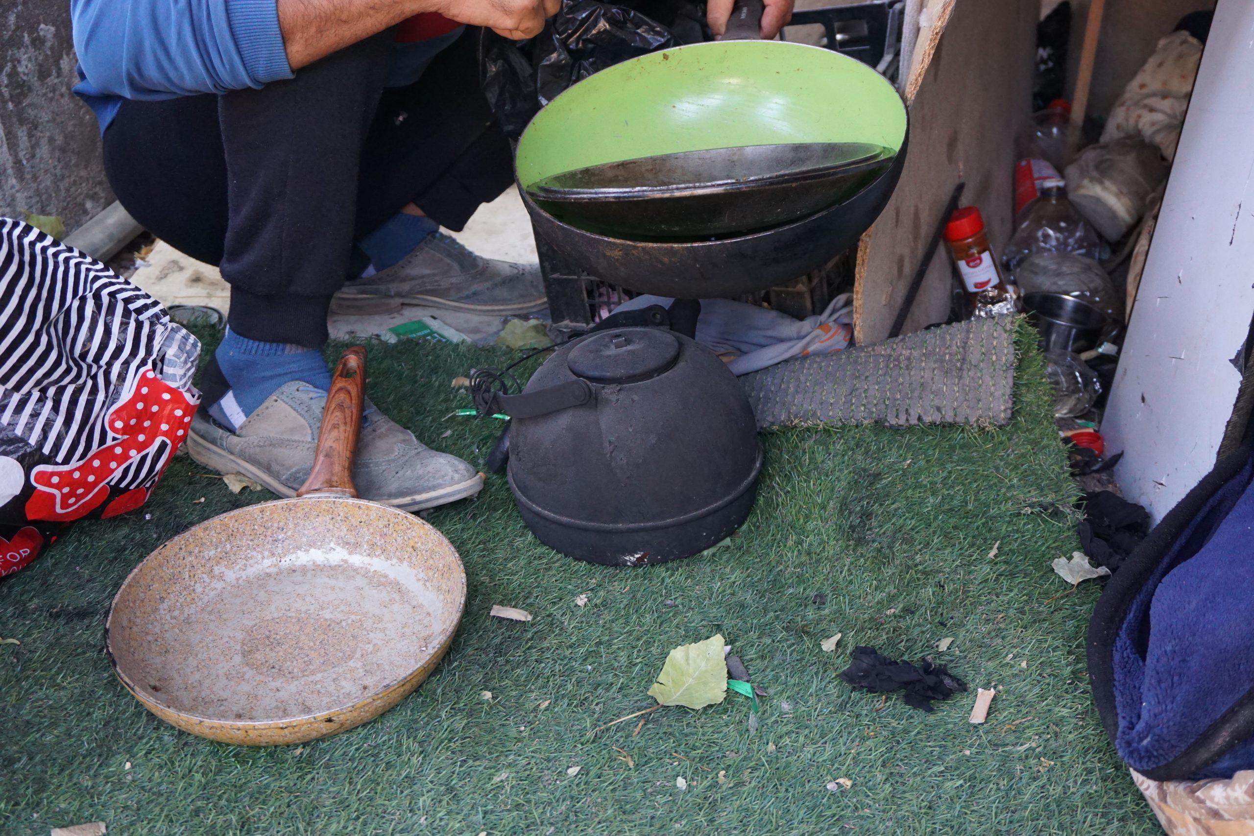 W takich warunkach Rehzam gotuje